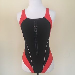 Arena one piece bathing suit